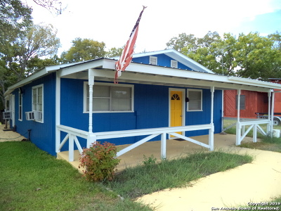 Gonzales TX Single Family Home For Sale: $185,000