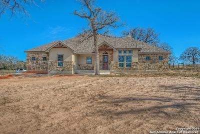 La Vernia Single Family Home Active Option: 1433 Country Hills Dr