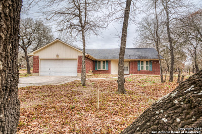 Adkins Single Family Home For Sale: 317 Whispering Oaks Dr
