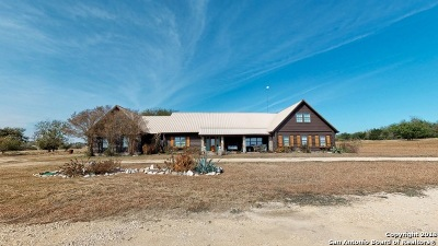Guadalupe County Single Family Home New: 900 Union Wine Rd