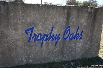 Atascosa County Single Family Home New: 536 Trophy Ln