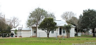 Floresville TX Single Family Home New: $164,500