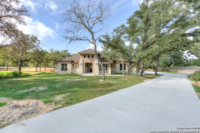La Vernia Single Family Home New: 125 Bobcat Bend