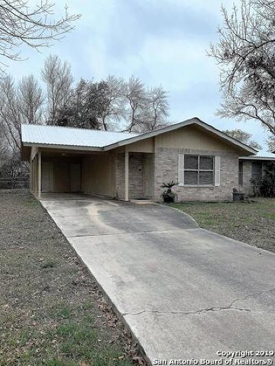 Uvalde Single Family Home For Sale: 135 Barry St