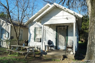 Seguin Single Family Home New: 744 S River St