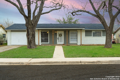 Schertz Single Family Home Active Option: 300 Roanoke Dr