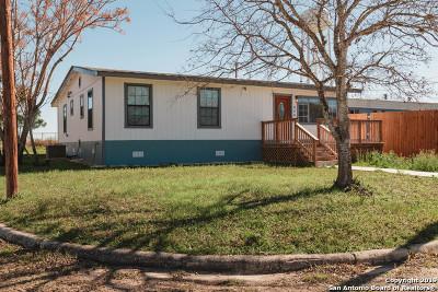 Atascosa County Single Family Home Active Option: 404 10th St