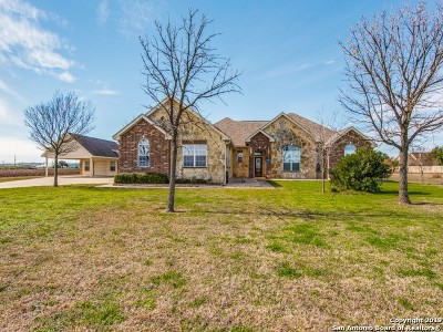 Castroville Single Family Home Active Option: 236 County Road 4712