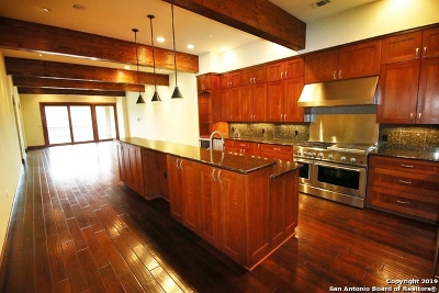 Kerrville Condo/Townhouse For Sale: 521 Guadalupe St #1305