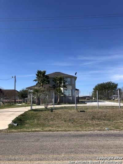 Seguin Single Family Home New: 672 Schneider Rd