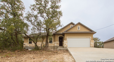 Canyon Lake Single Family Home For Sale: 140 Garrett Way