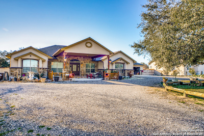 Atascosa County Single Family Home For Sale: 124 Inwood