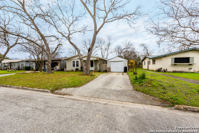 Schertz Single Family Home For Sale: 704 Curtiss St