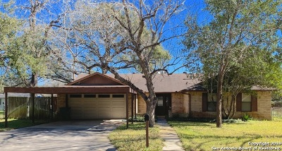 Atascosa County Single Family Home Active Option: 325 Chaparral