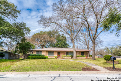 Castle Hills Single Family Home For Sale: 217 Briarcliff Dr