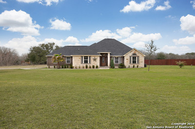 Floresville TX Single Family Home Active Option: $350,000