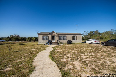 Guadalupe County Manufactured Home For Sale: 646 Old Colony Rd