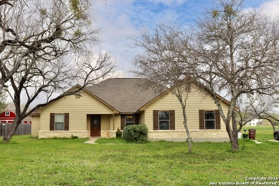 Atascosa County Single Family Home For Sale: 685 Cimarron Sq
