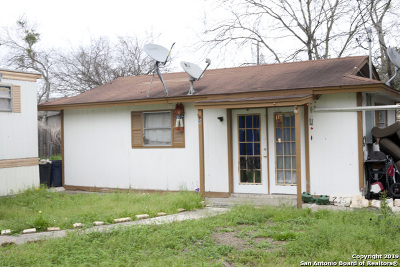 Atascosa County Single Family Home For Sale: 215 Greenlawn Ave