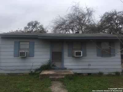 Atascosa County Single Family Home For Sale: 320 Franklin Blvd