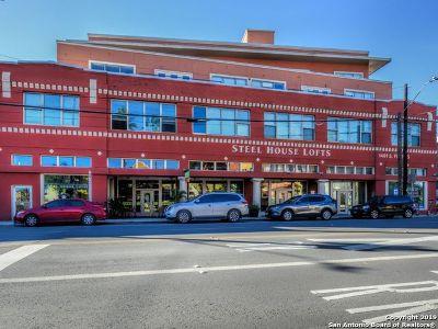Condo/Townhouse Active Option: 1401 S Flores St #218