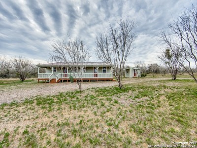 Atascosa County Single Family Home New: 270 S Ridge Dr