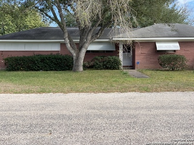 Karnes County Single Family Home New: 909 S 9th St
