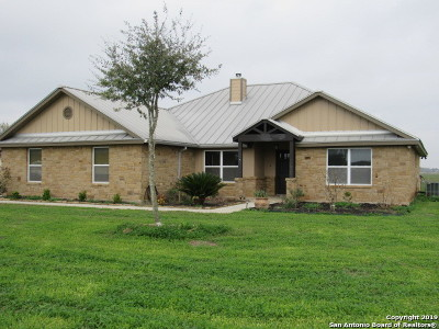 Seguin Single Family Home New: 370 Kimbrough Rd