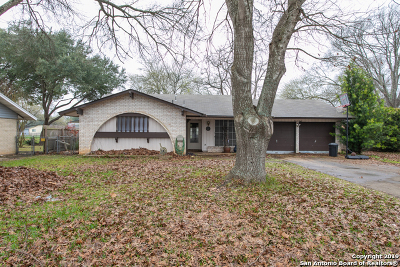 Schertz Single Family Home For Sale: 108 Cloverleaf Dr