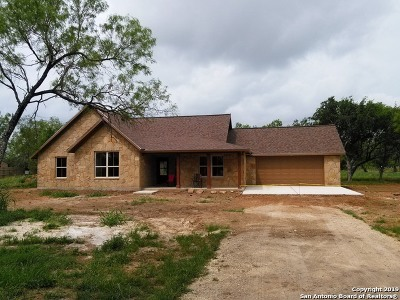 Atascosa County Single Family Home New: 300 S Wind Dr