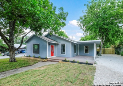 Single Family Home New: 1045 W Mistletoe Ave
