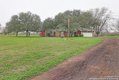 Atascosa County Single Family Home New: 1121 W Highway 97