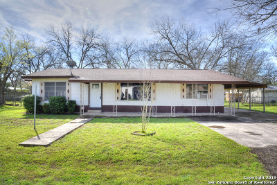 Guadalupe County Single Family Home New: 102 Short St