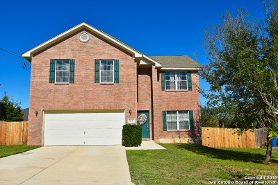 Floresville Single Family Home Active Option: 113 Crestway