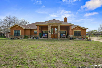 Atascosa County Single Family Home For Sale: 1423 Sandy Ln
