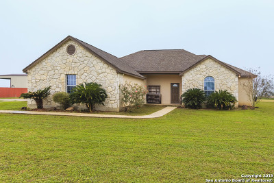 Atascosa County Single Family Home For Sale: 195 Cimarron Sq