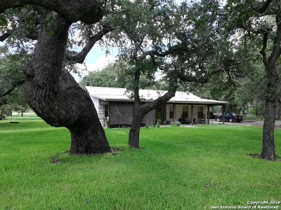 Floresville TX Single Family Home Active Option: $267,800