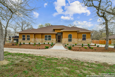 La Vernia Single Family Home For Sale: 178 Champions Blvd