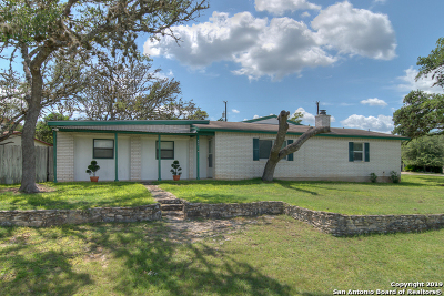 Canyon Lake Single Family Home For Sale: 665 Bald Eagle