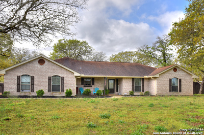 La Vernia Single Family Home For Sale: 318 Rosewood Dr