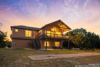 Canyon Lake Single Family Home For Sale: 617 Lake Island Dr