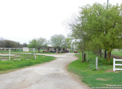 Frio County Single Family Home For Sale: 3395 Bi 35 E