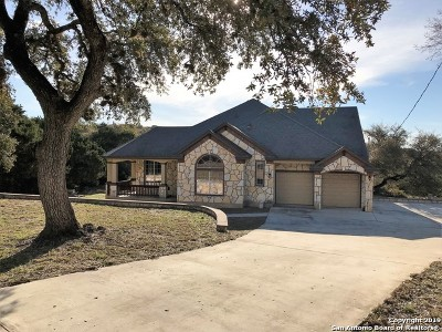 Canyon Lake Single Family Home For Sale: 1436 Cougar Dr