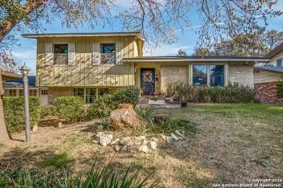 Single Family Home For Sale: 215 Dawnridge Dr