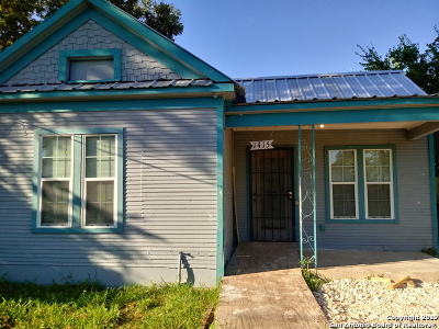 San Antonio Multi Family Home Active Option: 1415 W Travis St