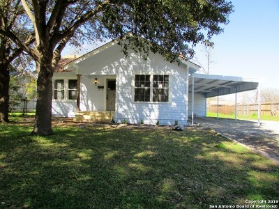 Seguin Single Family Home Active Option: 710 E Humphreys St