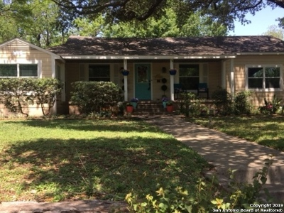 Single Family Home For Sale: 209 Larchmont Dr