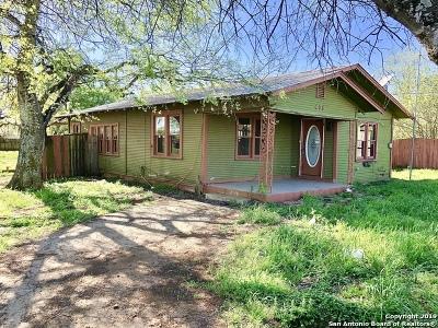 Jourdanton Single Family Home New: 408 Waltom Ave
