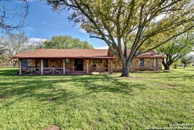Seguin Single Family Home New: 1040 Brietzke Rd