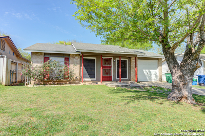San Antonio Single Family Home Active Option: 6707 Middle Oaks Dr